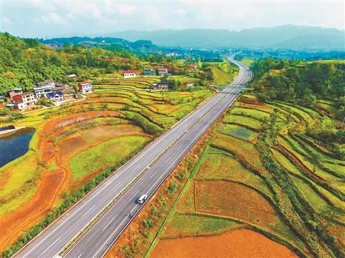 新建的梁忠高速公路。