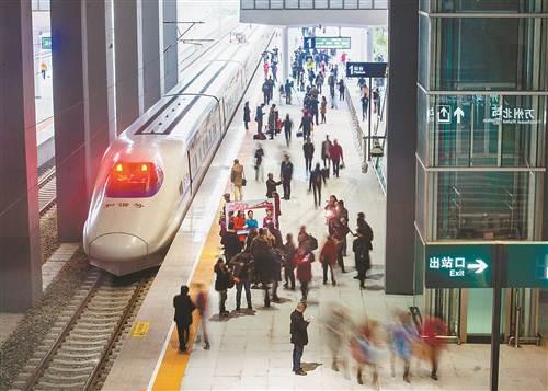 2016年11月28日,渝万高铁首趟列车抵达万州北站。