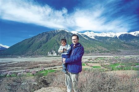 李国清和儿子在西藏
