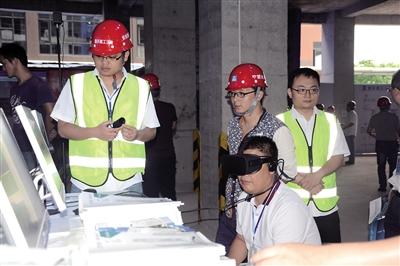 工地也用上VR技术。 本报记者 甘侠义 摄