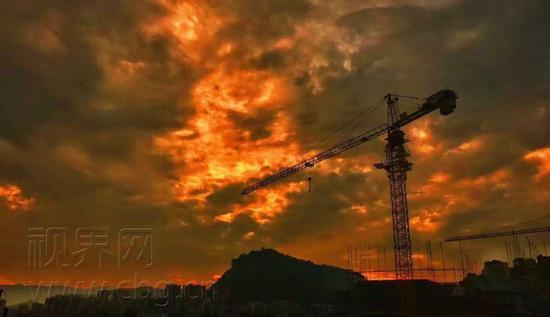 急风骤雨之后 万州夕阳火红似烈焰