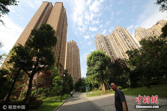 重庆大姐每天包2400个抄手 用两根手指赚两套房