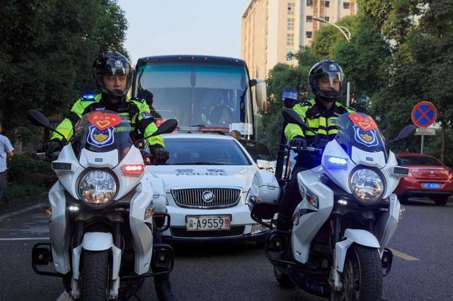 重庆:交巡警曝光一批驾驶人以及车辆