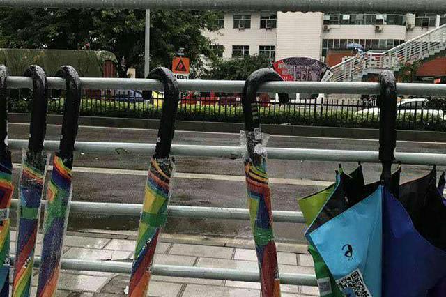 """共享雨伞登录重庆 市民质疑是不是""""变相卖伞"""""""
