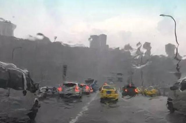 重庆主城突降暴雨还有冰雹和大风 当时就惊呆了