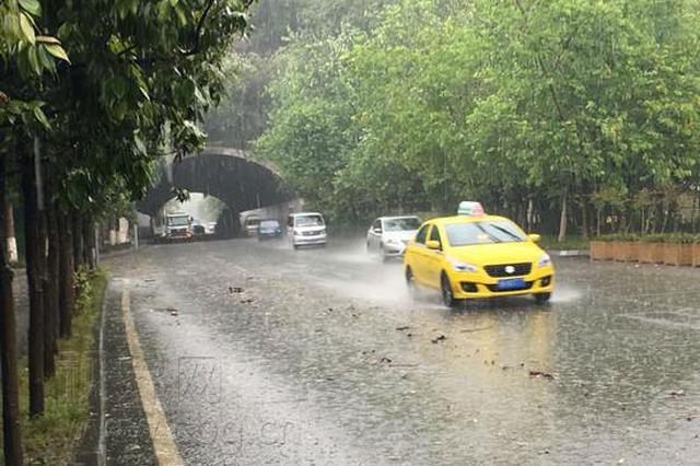 暴雨突袭重庆 市气象台连发多次强对流天气预警