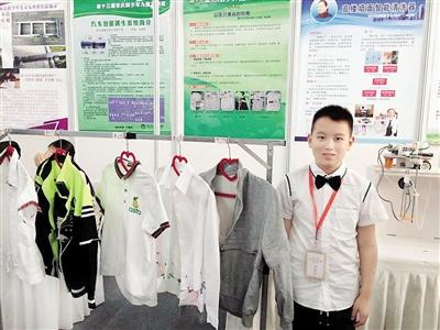 """巴南区融汇小学学生何忠原前后为""""省心校服""""设计了5个版本。受访者供图"""