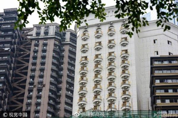 """重庆一酒店安装空调 外墙如有上百双""""眼睛"""""""