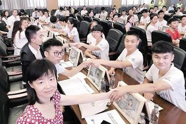 51名梦想学子拿到助学金 梦想伙伴还要帮找工作