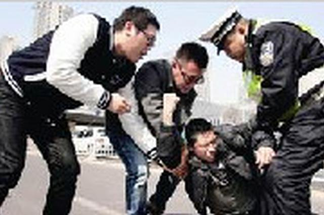 六旬醉酒男子嫌花篮挡路 带头打砸饭店被刑拘