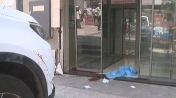 重庆一车辆冲下梯坎 路人被撞身亡