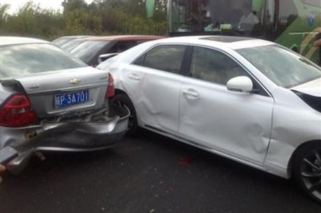重庆两司机开斗气车引发追尾 最终双双受处罚