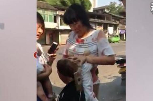 重庆两辆三轮摩托相撞 车内一婴孩情况不容乐观