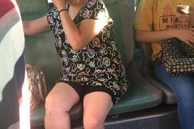 女子公交车上占座还怼乘客:不公平事多了去了