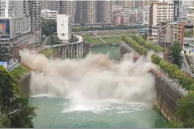 重庆郁江大桥1秒爆破瞬间 画面极为震撼