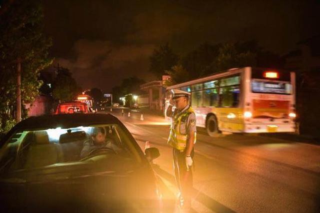 """重庆警方大力开展道路交通安全整治 """"四场攻坚战"""""""