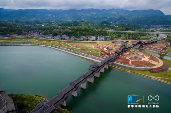 航拍世界第一风雨廊桥:横跨两江 气势恢宏