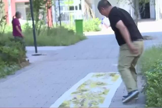 重庆:男子耗时8年绣出24米长《清明上河图》
