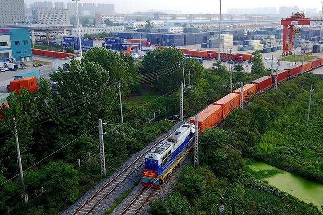 中欧班列(重庆)首次运回欧洲进口机油