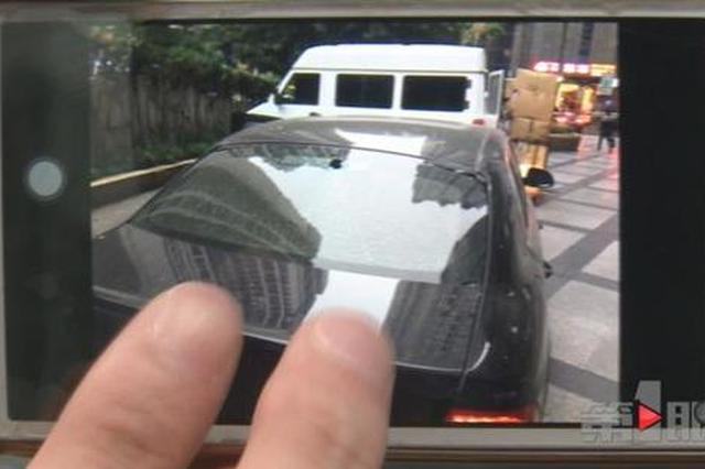 悲剧!窗户把手从天而降 男子爱车被砸出大窟窿