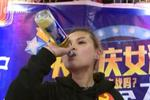 重庆女酒神再战90秒饮8瓶啤酒: 我是个传说!
