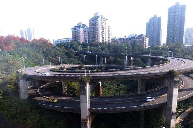 重庆最高螺旋立交桥比过山车还刺激