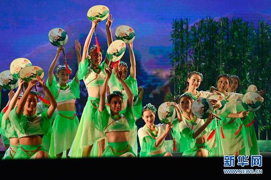 """首届""""中国·白帝城""""国际诗歌节在重庆奉节开幕"""