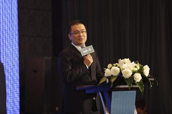 外联出国顾问集团执行总裁张博