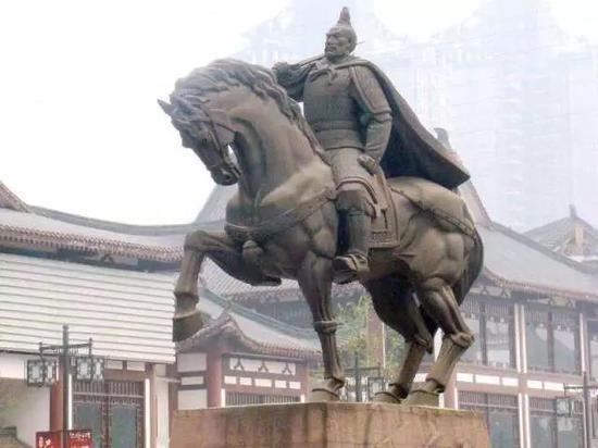 重庆街头浓缩历史文化的城市雕塑 你知道多少