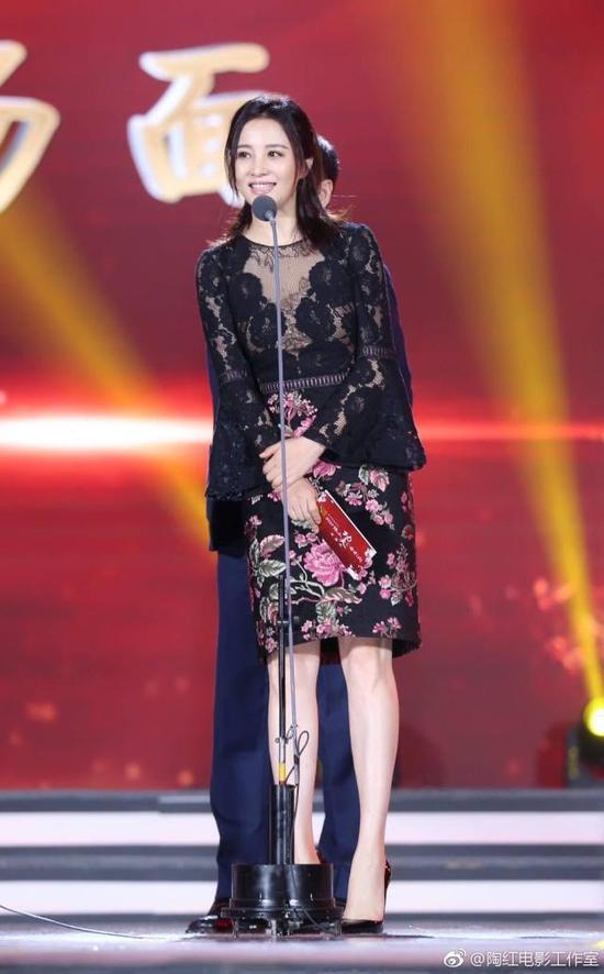 48岁重庆女星陶红透视黑衣秀丰满上围 性感撩人