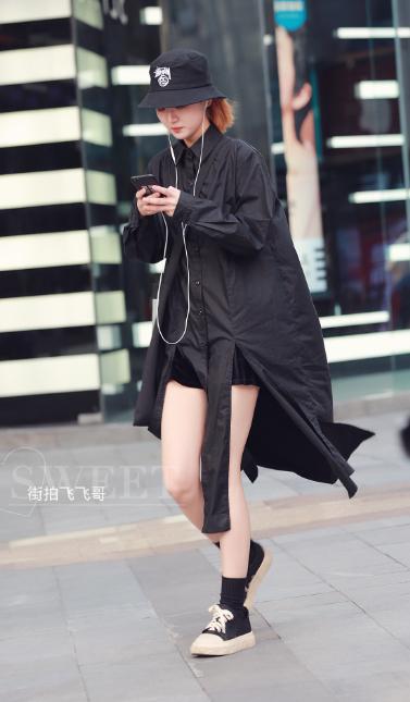 2018重庆初夏街拍来袭 高颜值美女秀长腿