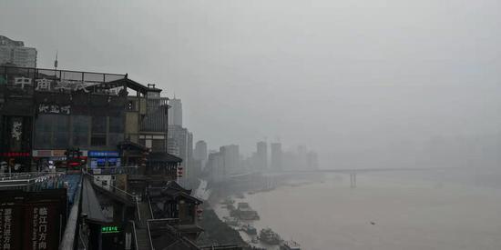 烟雨朦胧 暴雨中的洪崖洞别有一番风味[组图]