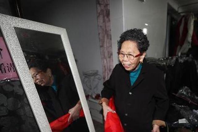 """重庆88岁""""诚信奶奶""""还清百万外债 感谢淘宝商家"""