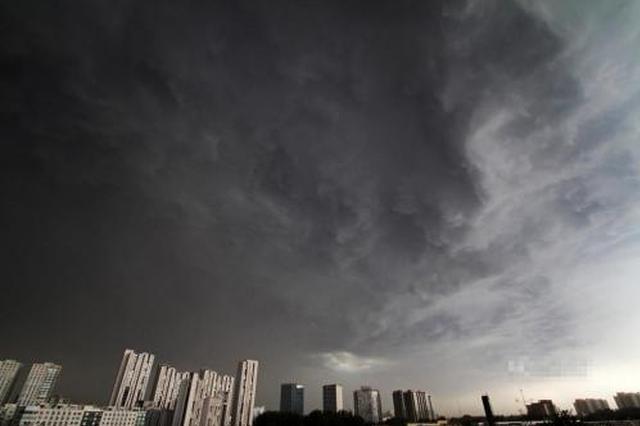 雷雨袭击重庆气温狂降 伴有短时强降水大风冰雹等