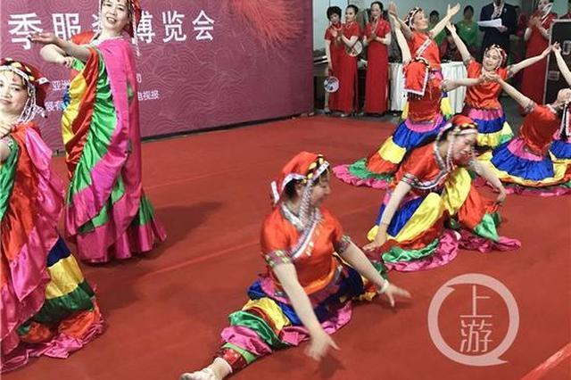 一群60多岁的婆婆爷爷 能跳民族舞拉丁舞还能一字马