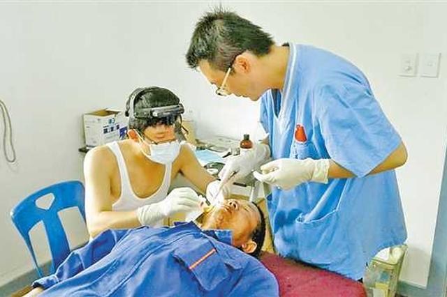 感染登革热时 重庆援外医生还在为患病队友输液