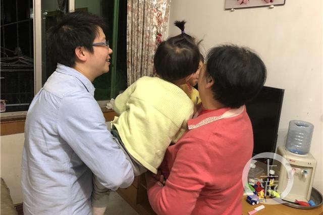 重庆女子冒生命危险生下双胞胎 如今离婚孩子咋分