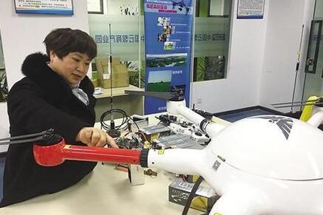 重庆女子身残志坚 年近半百研发无人机