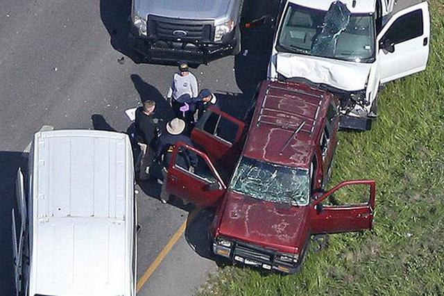 美国得州连环爆炸嫌疑人畏罪自杀:驾车逃逸掉入水沟后引爆土