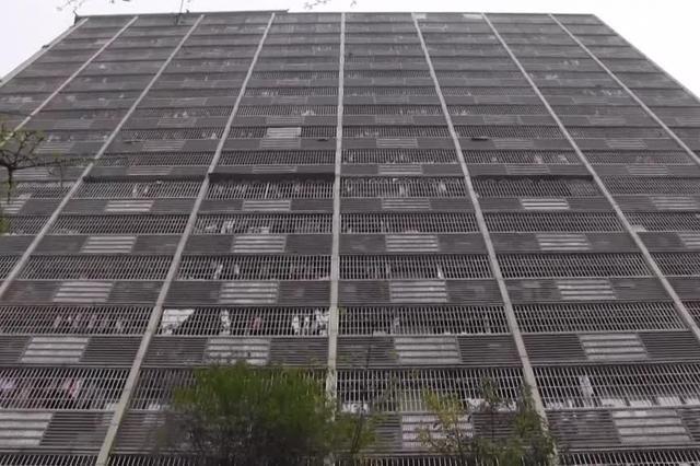 """重庆街头现""""鸟笼""""楼"""