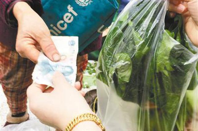 用脏钱买菜会导致短斤少两? 记者走访市场验真伪