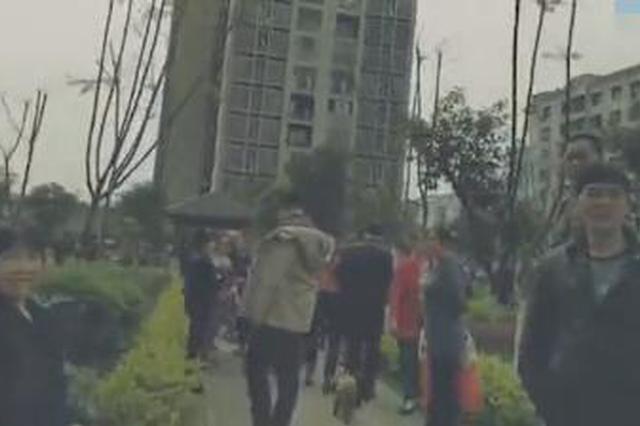 重庆一男子赤裸坠楼身亡 警方正调查事故原因