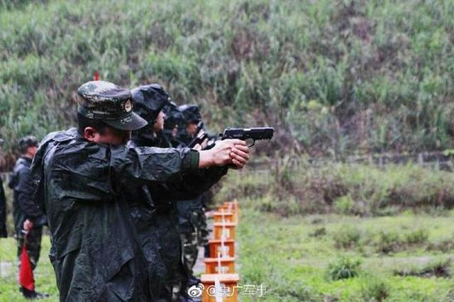 练兵先练将 重庆武警冒雨实弹射击掀起训练热潮