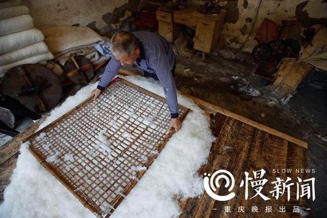 重庆这个弹花匠口气大 承诺棉被可用5年后再收工钱