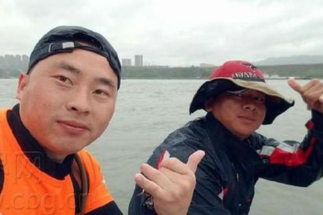 你能想象吗?重庆两男子要从朝天门划水去万州(图)