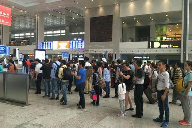 返程高峰到来 重庆火车站今天预计发送旅客18万人