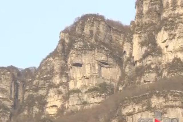 """奇!重庆这个山中石崖酷似""""人面像"""""""