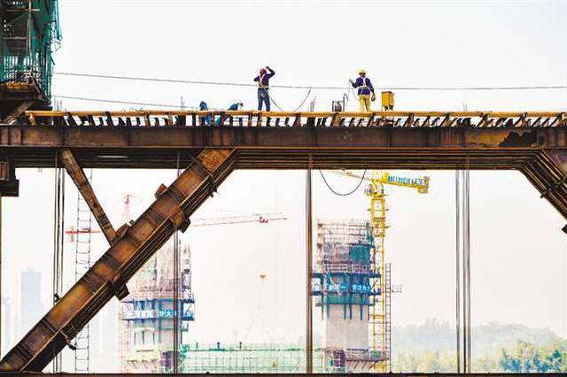 北碚水土嘉陵江大桥进入大桥高塔施工