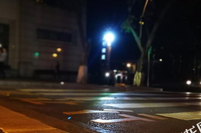 会说话会发光 重庆智能斑马线照亮过马路行人