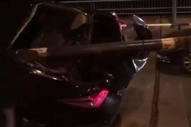 惨!重庆滴滴司机深夜跑车 护栏穿车司机当场身亡